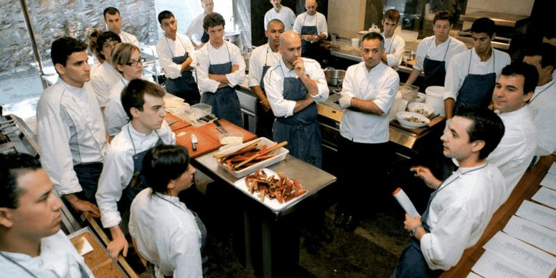 Liderar al equipo en un restaurante