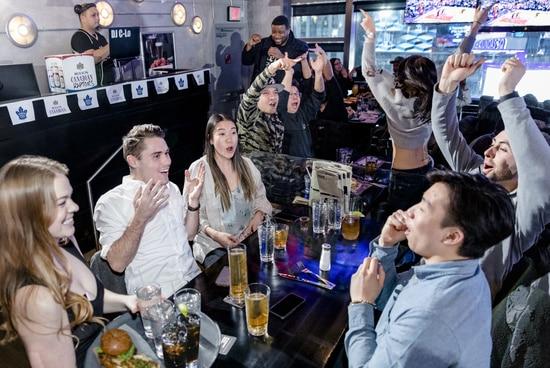 Happy hour en un bar
