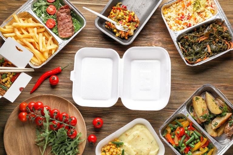 desperdicio de alimentos en comida para llevar