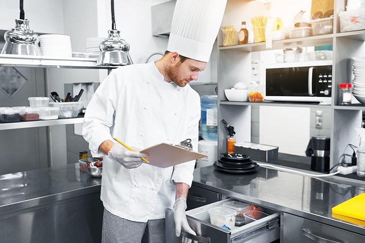 como realizar un inventario de cocina en un restaurante