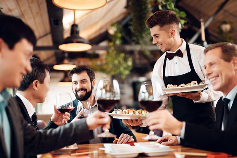 tipos de servicio en restaurantes americano