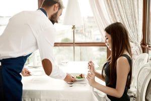 tipos de servicios en restaurantes y hoteles