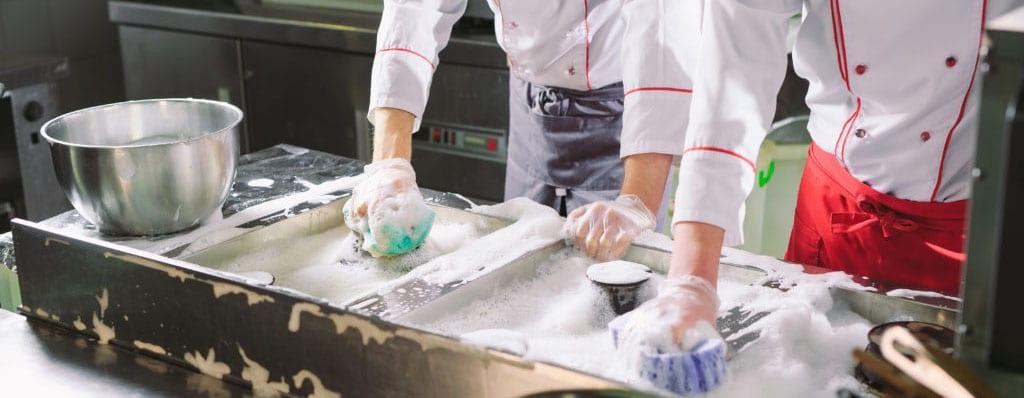 Beneficios de mantener limpia la cocina de un restaurante